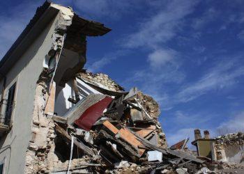 Onna (L'Aquila) sei anni dopo il terremoto del 6 aprile 2009, in una foto diffusa il 3 aprile 2015. ANSA/ ENRICA DI BATTISTA