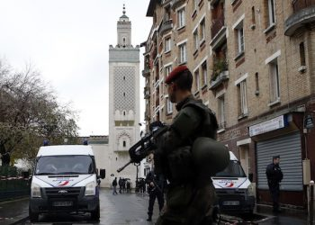 French soldier and Police patrol around of the Great Mosque of Paris after the Friday priest, in Paris, France, Friday, Nov. 20, 2015 one week after the Paris attacks. France called Friday on its European Union partners to take immediate and decisive action to toughen the bloc's borders and prevent the entry of more violent extremists. (AP Photo/Francois Mori)
