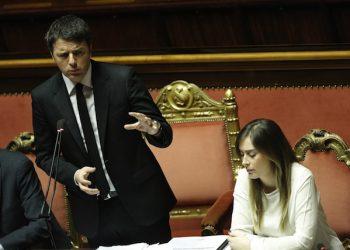 Il ministro delle Riforme Maria Elena Boschi e il presidente del Consiglio Matteo Renzi in Senato durante le comunicazioni in vista del Consiglio europeo, Roma 18 Marzo 2015. ANSA/GIUSEPPE LAMI