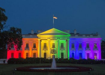 epa04820893 The North Portico of the White House is illuminated with rainbow colors in recognition of the Supreme Court decision regarding same-sex marriage, in Washington DC, USA, 26 June 2015. The Supreme Court ruled 5-4 that the Constitution gives same-sex couples the right to marry and that states may not reserve the right to only heterosexual couples.  EPA/MICHAEL REYNOLDS