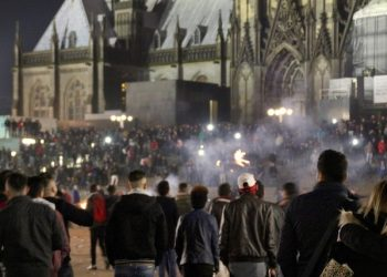 A picture made available on 06 January 2016 shows crowds of people outside Cologne Main Station in Cologne, Germany, 31 Decemeber 2015. The mayor of Cologne came under fire on 06 January after suggesting a code of conduct for women in response to a wave of sexual assaults likely committed by men of North African descent inflamed Germany's ongoing migration debate. The mass attacks took place on New Year's Eve near Cologne's main train station and included more than 90 alleged sexual assaults and one rape.  ANSA/MARKUS BOEHM
