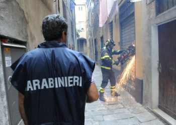 20090703 GENOVA -CRO- OPERAZIONE DIA TRA GENOVA E PALERMO. Da questa mattina all'alba carabinieri in azione per sequestrare immobili riconducibili a famiglie mafiose palermitane -ANSA/LUCA ZENNARO-