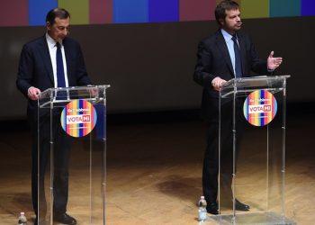 Giuseppe Sala (s) e Pierfrancesco Majorino, candidati sindaco del centrosinistra a Milano, durante un incontro pubblico in vista delle primarie, 20 gennaio 2016. ANSA/DANIEL DAL ZENNARO