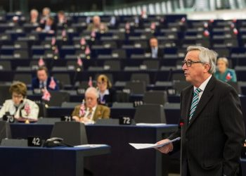 epa05140728 Jean-Claude Juncker, President of the European Commission, delivers his speech about the Preparation of the European Council meeting of 18 and 19 February, in the European Parliament in Strasbourg, France, 03 February 2016.  EPA/PATRICK SEEGER