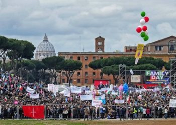 Participants at Family Day, a big rally set at Circo Massimo in Rome on Saturday 30 January 2016, organized against a bill to recognize civil unions, including same-sex ones, that Italian parliament is currently examining. ANSA/ ALESSANDRO DI MEO