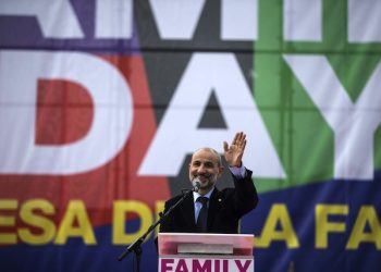 Massimo Gandolfini sul palco del Family day