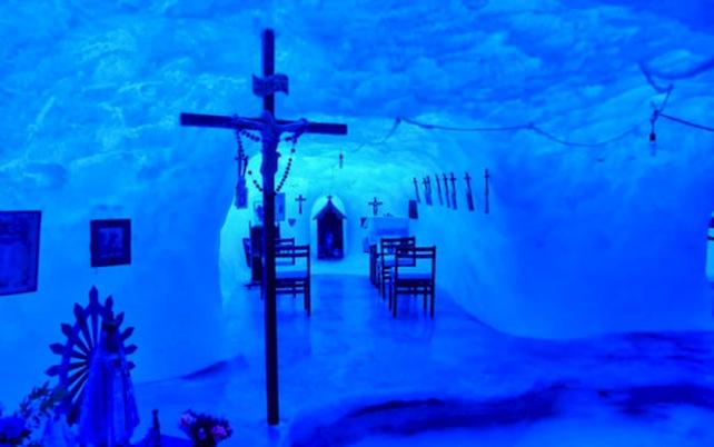 grotta-ghiaccio-antartide-adventure-network