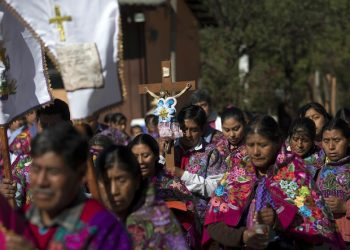 """In this Jan. 16, 2016 photo, Tzotzil Indians participate in the procession in honor of the Christ of Esquipulas in Chajtoj, Chiapas state, Mexico. Pope Francis' Feb. 15 visit to the heavily indigenous Mexican state of Chiapas appears aimed at celebrating the region's """"Indian church,"""" a mix of Catholicism and indigenous culture once considered a thorn in the side of standard liturgy by the Vatican. (AP Photo/Eduardo Verdugo)"""