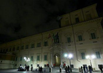 Palazzo del Quirinale con le luci spente in occasione della campagna 'M'illumino di meno', l'iniziativa per il risparmio energetico lanciata dalla trasmissione radiofonica 'Caterpillar' di Radio Due, Roma, 19 febbraio 2016. ANSA / FABIO CAMPANA