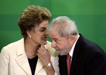 epa05216371 President of Brazil, Dilma Rousseff (L) with her predecessor, Former President of Brazil, Luiz Inacio Lula da Silva (R), as she swears him in as the new Chief of Staff Minister, in a ceremony held an Planalto Palace in Brasilia, Brazil, 17 March 2016. Silva now has legal immunity in a corruption investigation, which has caused protests across several cities in Brazil. Rousseff said 'The current circumstances give me the great opportunity to bring the Government to the greatest political leader of this country' at the ceremony, which was attended by hundreds of parliamentarians, both pro-Government and opposition, and members of social movements.  EPA/FERNANDO BIZERRA JR