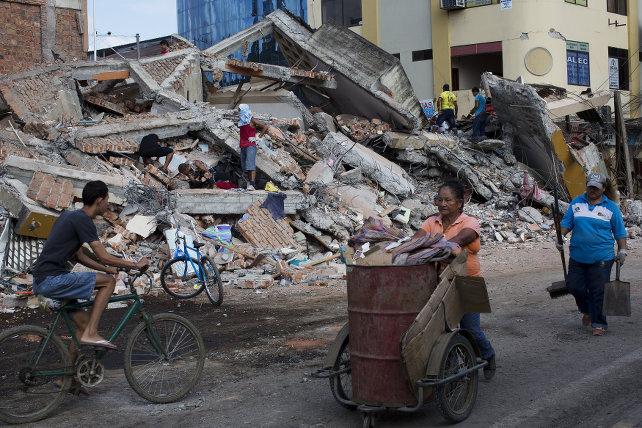 ecuador-terremoto-portoviejo-macerie-ansa-ap