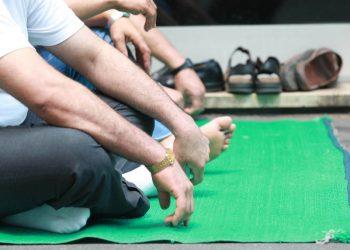 20080707 - MILANO - ACE - PREGHIERA ALLA MOSCHEA DI VIALE JENNER: LA PREGHIERA . Musulmani in preghiera alla moschea di viale Jenner a Milano. PH : ANSA/JENNIFER LORENZINI