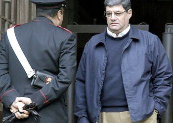 20080103 CRO-CATANZARO-ANTONIO SALATINO DAI GIUDICI A CATANZARO. In foto Antonio Saladino davanti al palazzo di giustizia di Catanzaro.ANSAFRANCESCO ARENA
