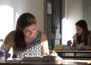 Un momento della seconda prova degli esami di maturit‡ 2015 presso il liceo Tasso di Roma, 18 giugno 2015. ANSA/CLAUDIO PERI