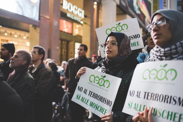 manifestazione-musulmani-caim-milano-terrorismo-moschea-shutterstock_342012194