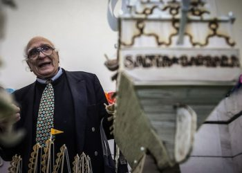Marco Pannella durante la visita alla mostra di oggetti realizzati dai detenuti del carcere di Regina Coeli. Roma 06 aprile 2015. ANSA/ANGELO CARCONI