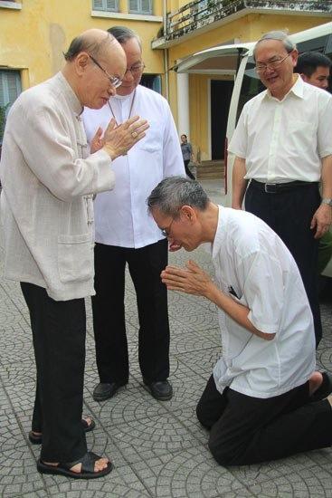 vietnam-padre-van-ly2