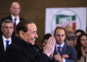 Il leader di Forza Italia, Silvio Berlusconi, durante il suo intervento alla presentazione delle liste FI a Roma, 10 maggio 2016.  ANSA/ANGELO CARCONI