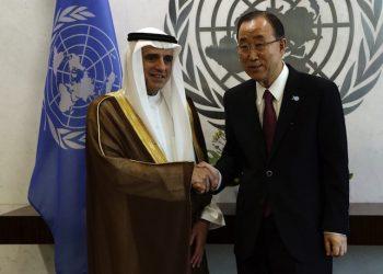 epa04951694 Adel Ahmed Al-Jubeir, Foreign Minister of Saudi Arabia (L) shakes hands with United Nations Secretary-General Ban Ki-moon before the start of their meeting on the sidelines of the United Nations Sustainable Development Summit and on the eve of the General Debate of the UN General Assembly in New York, New York, USA, 26 September 2015.  EPA/JASON SZENES