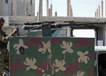 epa04815525 A Member of Kurdish People Defence Units (YPG) stands near a machine gun after coming from the Syrian town of al-Raqqa, in Tel Abyad, Syria, 23 June 2015. Kurdish fighters backed by US-led airstrikes captured a strategic town from Islamic State on 23 June as they pushed towards the extremist group's Syrian heartland. The Kurdish People's Protection Units (YPG) and allied rebels took complete control of the town of Ain Issa, bringing them within 50 kilometres of Islamic State's de facto Syrian capital of al-Raqqa, the Syrian Observatory for Human Rights said.  EPA/SEDAT SUNA