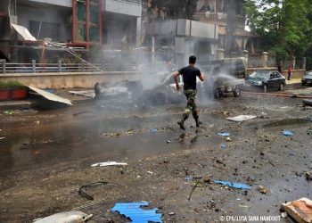 epa05288309 A handout photograph released by the official Syrian Arab News Agency (SANA) shows a Syrian government soldier rushing at an area targeted by rocket shells attack, in the government-held area of Aleppo, Syria, 03 May 2016. According to SANA, 11 people were killed and 37 were injured after rocket shells allegedly fired by rebels hit residential neighborhoods in Aleppo.  EPA/SANA HANDOUT  HANDOUT EDITORIAL USE ONLY/NO SALES