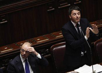Il Ministro dell'Interno Angelino Alfano e il Presidente del Consiglio Matteo Renzi alla Camera durante le comunicazioni in vista del Consiglio europeo, Roma 17 Febbraio 2016. ANSA/GIUSEPPE LAMI