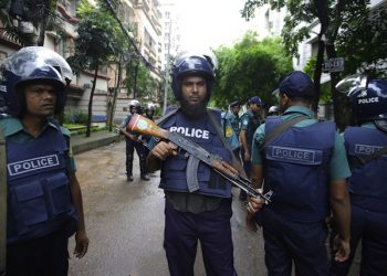epa05405047 Security officials stand guard in the streets close to the Holey Artisan Bakery, site of a terrorists attack, in Dhaka, Bangladesh, 03 July 2016. A terrorists attack at a popular restaurant in Dhaka left 20 hostages dead and several injured on late 01 July. Bangladesh authority has disclosed the identity of the 22 dead people of whom nine were Italian, seven Japanese, one Indian and five Bangladeshi including one US- born. The police authority said the dead gunmen were the members of local militant group Jamautul Mujahedin (JMB). Military commandos killed six gunmen and rescued 13 hostages alive during the attack, while the Prime Minister Sheikh Hasina announced a two-day national mourning for the victims.  EPA/STR