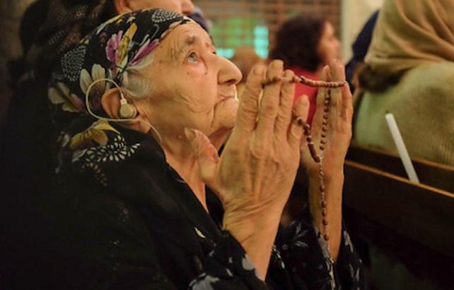 cristiani-iraq-preghiera-chiesa-home