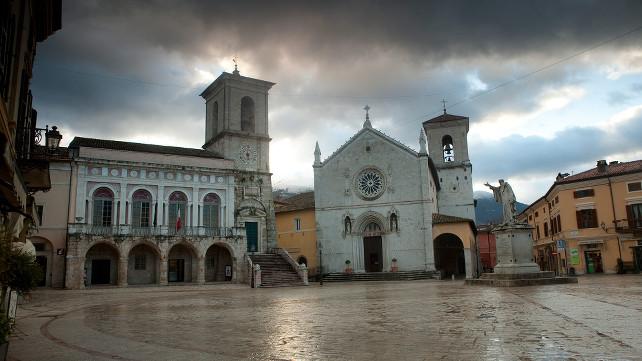 monaci-norcia-basilica