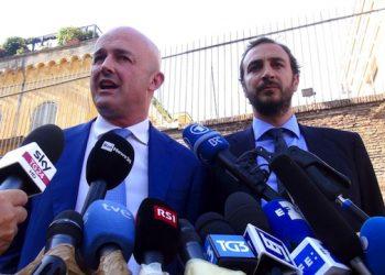 I giornalisti Emiliano Fittipaldi e Gianluigi Nuzzi  all'esterno di Citt‡ del Vaticano al termine del processo Vatileaks 2, Roma 7 luglio 2016. ANSA/ PAOLA MENTUCCIA
