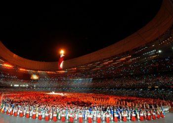 20080808 - PECHINO - CINA PECHINO: ANTONIO ROSSI PORTA IL TRICOLORE NELLO STADIO DELLE OLIMPIADI CINESI Una fase dello spettacolo della cerimonia di apertura dei giochi allo stadio di Pechino