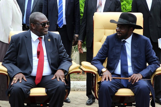 epa05282893 South Sudan President Salva Kiir (R) and former rebel leader and First Vice-President Riek Machar (L) attend a ceremony after a new unity government was sworn-in, Juba, South Sudan, 29 April 2016. South Sudan President Salva Kiir named a new unity government sharing power with former rebel leader Riek Machar, ending a conflict that erupted since mid-December 2013. According to peace agreement, the interim government will govern for the next 30 months before holding general elections.  EPA/PHILLIP DHIL