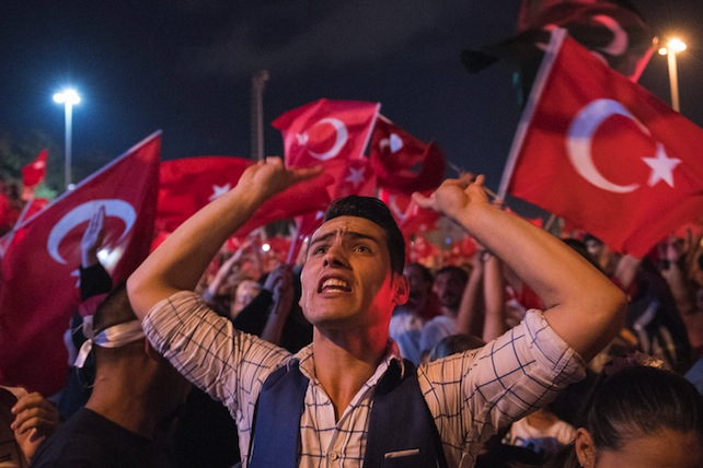 epa05429858 People shout slogans and hold flags during a demonstration at Taksim Square in Istanbul, Turkey, 17 July 2017. Turkish authorities said they had regained control of the country after thwarting a coup attempt. +  EPA/MARIUS BECKER