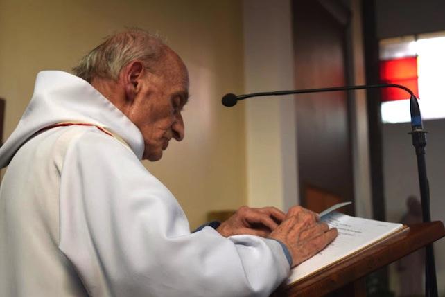 Papa: padre Hamel Ë martire, e i martiri sono beati