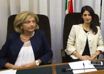 L'ass. Paola Muraro il Sindaco di Roma Virginia Raggi  ANSA/MASSIMO PERCOSSI