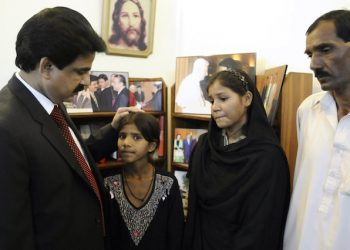 epa02457526 Family of Asia Bibi, a Pakistani Christian minority women,  who was on 08 November, sentenced to death by a local court for blasphemy, from (R-L) Ashiq Masih (husband), Sidra bibi (daughter) and Isham bibi (daughter) talks with  Shahbaz Bhatti (L), the federal minister for minorities, in Islamabad, Pakistan on 20 November 2010. Asia Bibi's was the first death sentence handed to woman under the country's controversial blasphemy laws. Pakistan's Blasphemy law imposes life imprisonment on anyone insulting the holy Koran and the death penalty on anyone defiling the name of Prophet Muhammed. According to media reports Pakistans blasphemy statues are so commonly used to settle personal scores, they are widely condemned by human rights advocates and legislators around the world.  EPA/T. MUGHAL