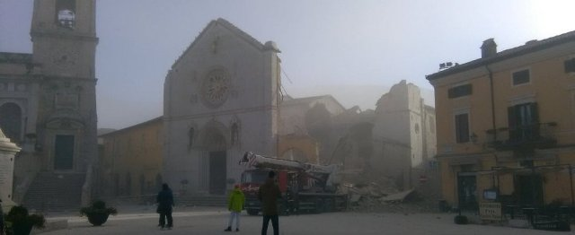 norcia-cattedrale-crollata-01