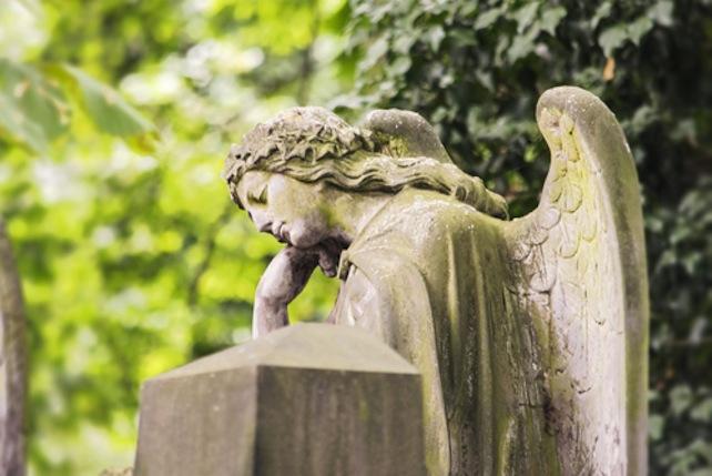 angelo-cimitero-shutterstock_458106772