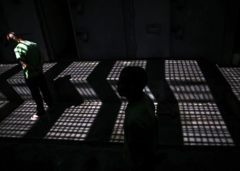 epa05331167 A photograph made available on 26 May 2016 shows inmates who are alleged members of one of the main criminal factions in Rio de Janeiro serving time in the maximum security prison of Laercio da Costa Pellegrino, also known as Bangu 1, in which convicted persons serve periods of isolation for disciplinary reasons in Rio de Janeiro, Brazil, 13 April 2016. The deaths of 18 inmates in prison riots in northeastern Brazil is the latest chapter in the dark history of the country's penitentiary system, one marked by violence, overcrowding and the inability of authorities to deal with the problem. Riots in five prisons in the state of Ceara last week took the lives of 18 inmates, most of them still unidentified because their bodies were burned beyond recognition in the fires that were set or broke out during the prisoner uprisings. Overcrowding is one of the factors that triggered the majority of the riots in a broken prison system, where 622,200 inmates are being housed in facilities designed for only about 372,000, according to the latest Justice Ministry report.  EPA/Antonio Lacerda