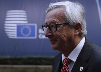 epa05595626 European Commission President Jean-Claude Junker arrives for the European Summit in Brussels, Belgium, 21 October 2016. EU Leaders met for a two-day summit to discuss migration, trade and Russia, including its role in Syria.  EPA/YOAN VALAT