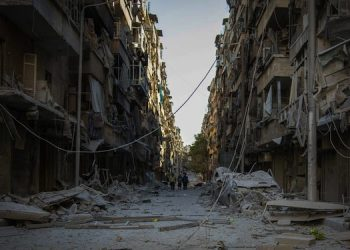 People walk down a street in Bustan Al Kasr neighbourhood after it was hit by airstrikes in mid-October 2016, in a piacture released today by MÈdecins sans frontiËres, 19 November 2016. ANSA/UFFICIO STAMPA MSF ++ NO SALES, EDITORIAL USE ONLY ++