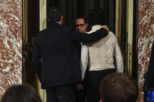 Il presidente del Consiglio Matteo Renzi con la moglie Agnese nella sala dei Galeoni dopo la conferenza stampa in cui il premier ha annunciato le sue dimissioni, Roma, 5 dicembre 2016. ANSA/ALESSANDRO DI MEO