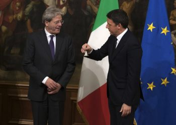 """New Italian Prime Minister Paolo Gentiloni (L) and his predecessor Matteo Renzi during the handover ceremony (with the passage of the """"bell"""") at Chigi Palace in Rome, Italy, 12 December 2016. President Mattarella on 11 December gave the former foreign minister a mandate to form a new government in the wake of Matteo Renzi's resignation as premier following a crushing defeat in a 04 December constitutional referendum.  ANSA/MASSIMO PERCOSSI"""
