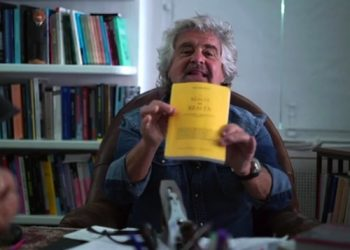 Il fermo immagine mostra il leader del M5S, Beppe Grillo, durante il suo discorso di fine anno, 31 dicembre 2016. ANSA/BLOG BEPPE GRILLO +++ ANSA PROVIDES ACCESS TO THIS HANDOUT PHOTO TO BE USED SOLELY TO ILLUSTRATE NEWS REPORTING OR COMMENTARY ON THE FACTS OR EVENTS DEPICTED IN THIS IMAGE; NO ARCHIVING; NO LICENSING +++