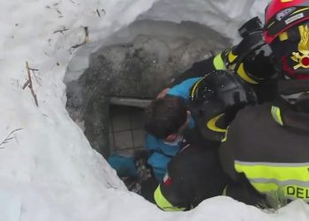 epa05734333 A still image grabbed from a video released by the Italian Fire Department shows the rescue operations of two children at the hotel Rigopiano, which was hit by a massive avalanche apparently due to earthquakes on 18 January in central Italy, in Farindola, Abruzzo region, Italy, 20 January 2017. Rescuers have tracked down eight people alive, including two children, at the Hotel Rigopiano, Carabinieri police sources said 20 January.  EPA/ITALIAN FIRE DEPARTMENT HANDOUT  HANDOUT EDITORIAL USE ONLY/NO SALES