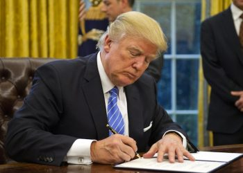 """epa05744783 US President Donald J. Trump signs the last of three Executive Orders in the Oval Office of the White House in Washington, DC, USA, 23 January 2017. They concerned the withdrawal of the United States from the Trans-Pacific Partnership (TPP), a US Government hiring freeze for all departments but the military, and """"Mexico City"""" which bans federal funding of abortions overseas.  EPA/Ron Sachs / POOL"""