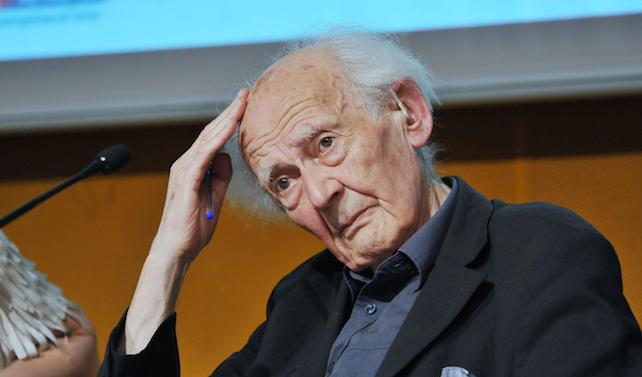 """Il sociologo Polacco Zygmunt Bauman durante la pubblicazione del libro """"Babel"""" alla 28/a Edizione del Salone Internazionale del libro presso il Lingotto, Torino, 17 Maggio 2015 ANSA/ALESSANDRO DI MARCO"""