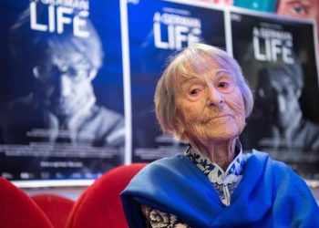 epa05761609 (FILE) A picture dated 29 June 2016 of Brunhilde Pomsel, former secretary of Nazi propaganda minister Joseph Goebbels, posing for a picture after the premier of the film 'Ein†deutsches Leben' (lit. A German Life) in Munich, Germany. Pomsel died in Munich on 27 January 2017 at the age of 106.  EPA/MATTHIAS BALK  GERMANY OUT