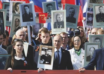 epaselect epa04740059 Russian President Vladimir Putin (C) takes part in the Immortal Regiment march in the Red Square in Moscow, Russia, 09 May 2015. Participants of the march carry portraits of their relatives who took part in the World War II. On May 09 Russia celebrates the 70th anniversary of the victory of the Soviet Union and its Allies over Nazi Germany in WWII.  EPA/YURI KOCHETKOV