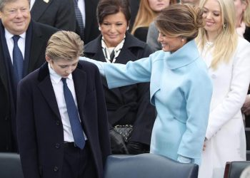 epaselect epa05735208 Melania Trump (R) and Barron Trump (L) arrive a short time before Donald J. Trump is sworn in as the 45th President of the United States in Washington, DC, USA, 20 January 2017. Trump won the 08 November 2016 election to become the next US President.  EPA/JUSTIN LANE